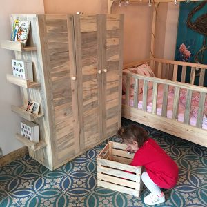 Montessori Masif Ahşap Çocuk Dolabı Kapaklı